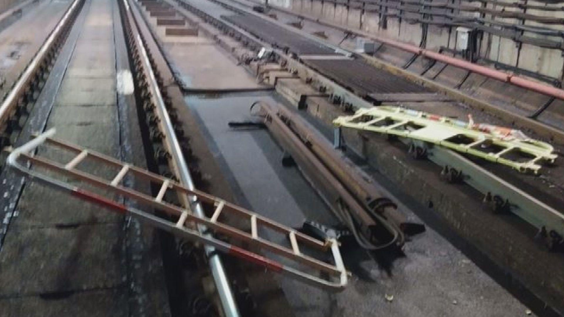 警指葵興站路軌被投擲圍欄 葵涌有人縱火燒垃圾桶