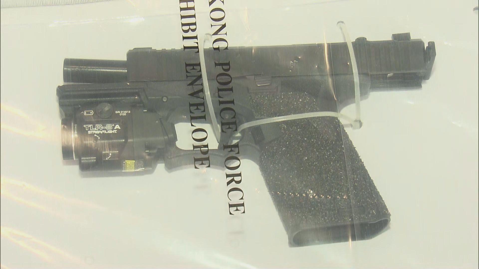 警方拘一家三口 涉無牌管有槍械及藏有攻擊性武器