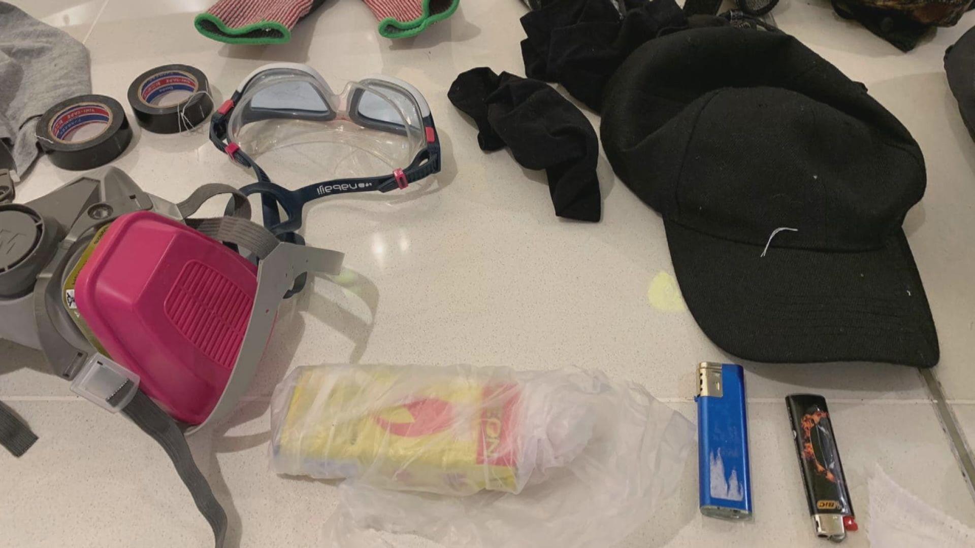 警方在新世紀廣場截查行動搜出疑似汽油彈物料