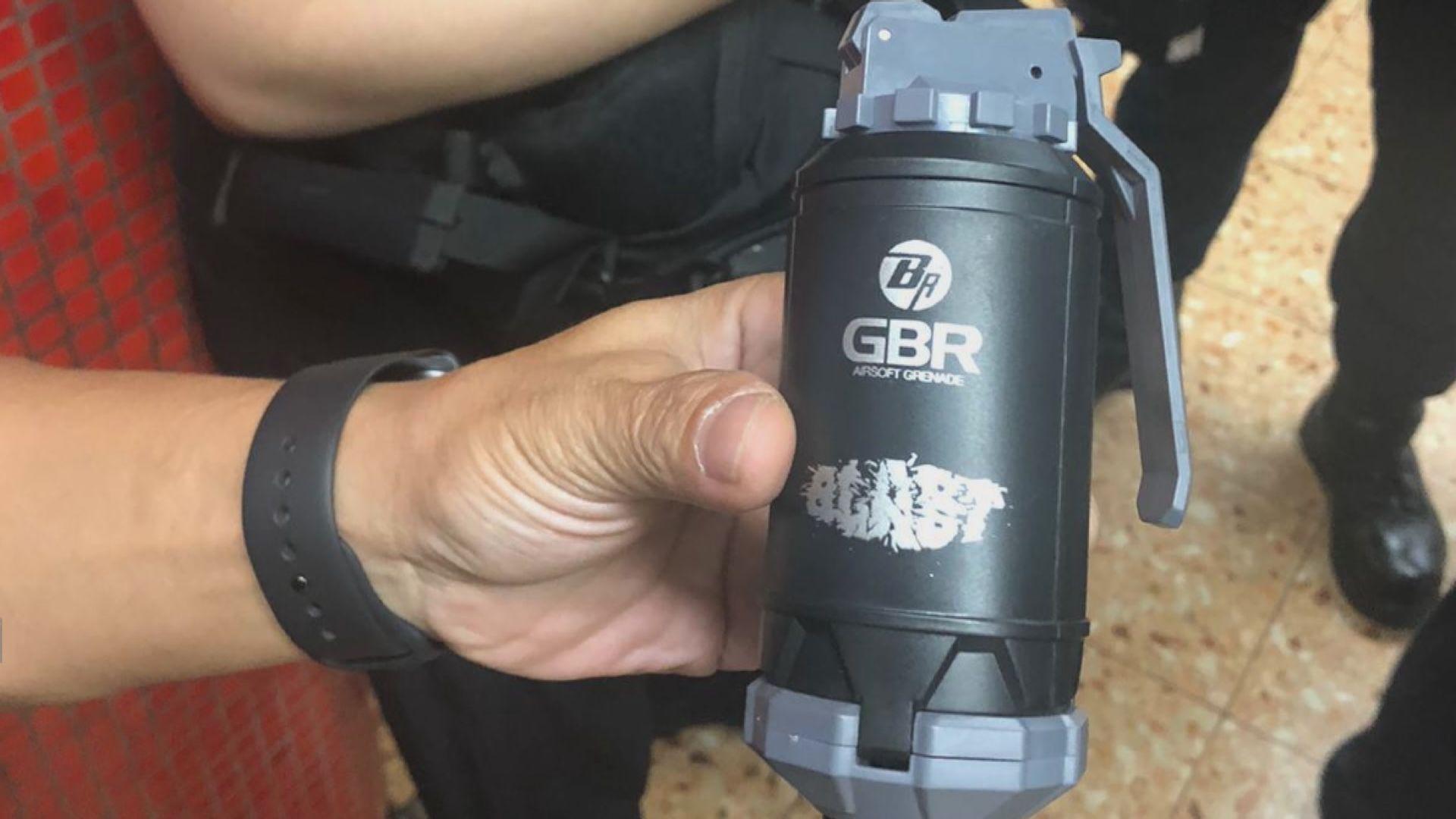 兩人於旺角被搜出氣槍及仿製手榴彈被捕