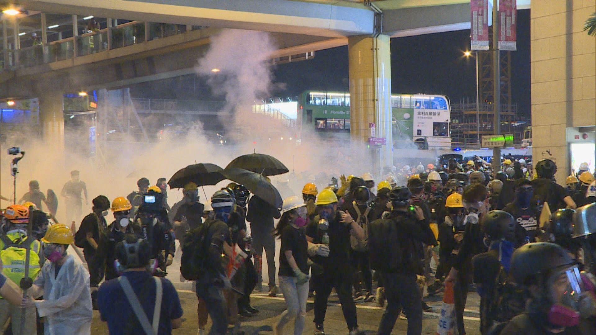 警方:6月至今行動中 使用約千枚催淚彈