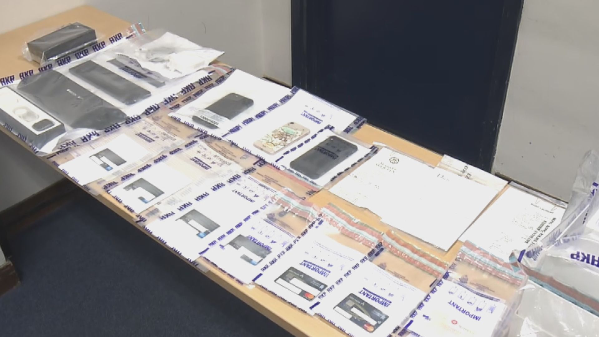 警方破信用卡盜竊案 拘三人涉24萬元