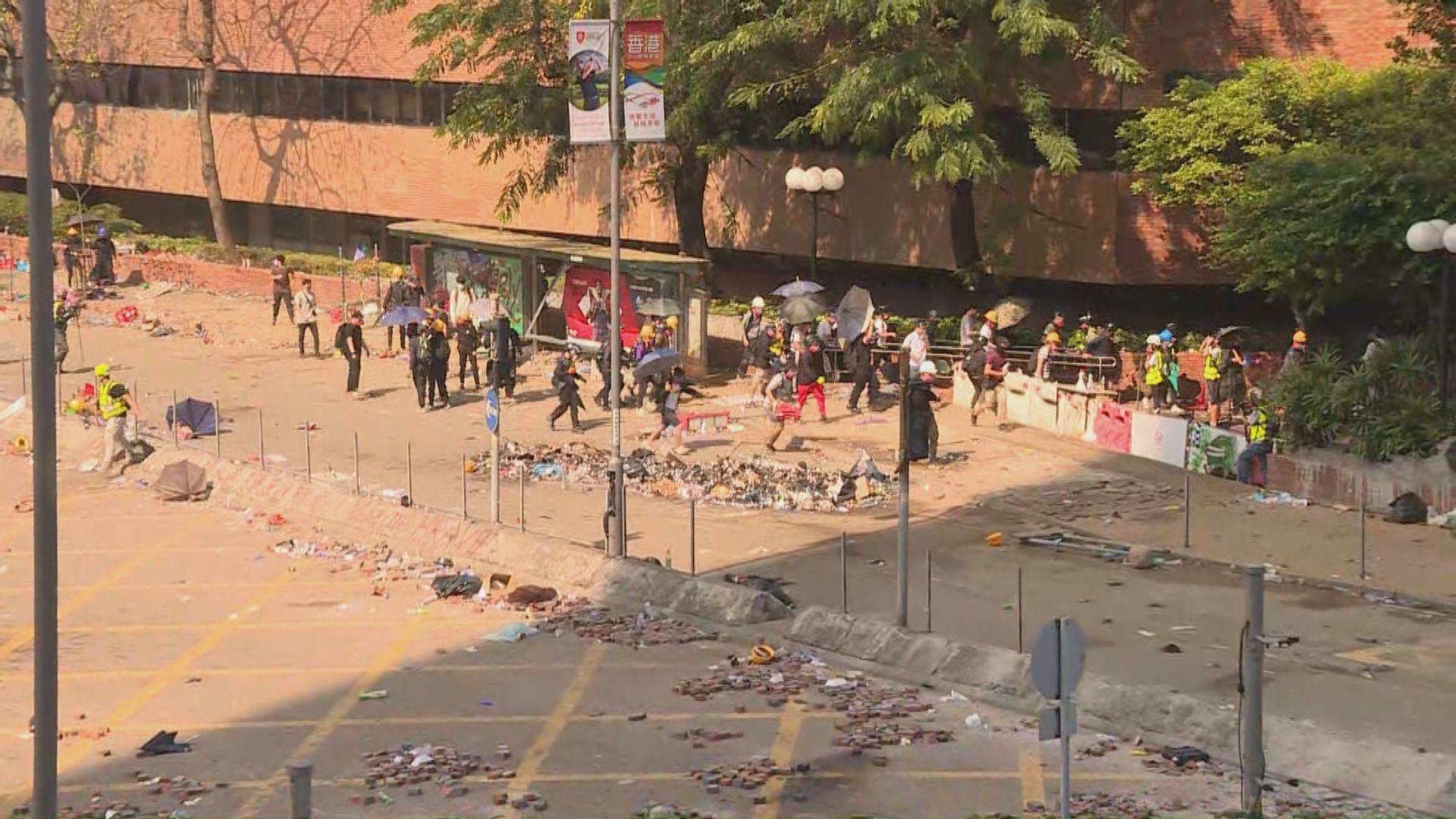 理大衝突警拘25人涉非法集結及藏攻擊性武器