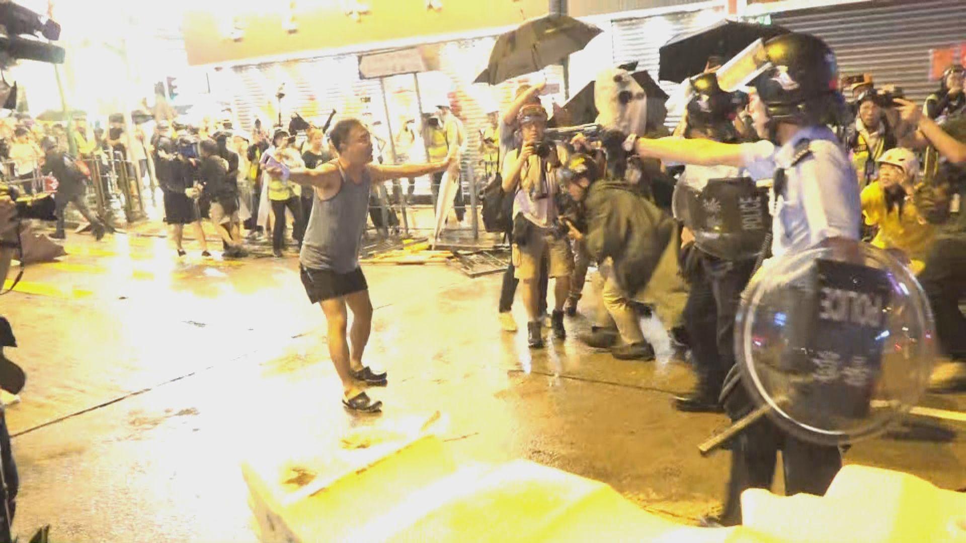 警方 : 示威者蓄意嚴重傷害警務人員