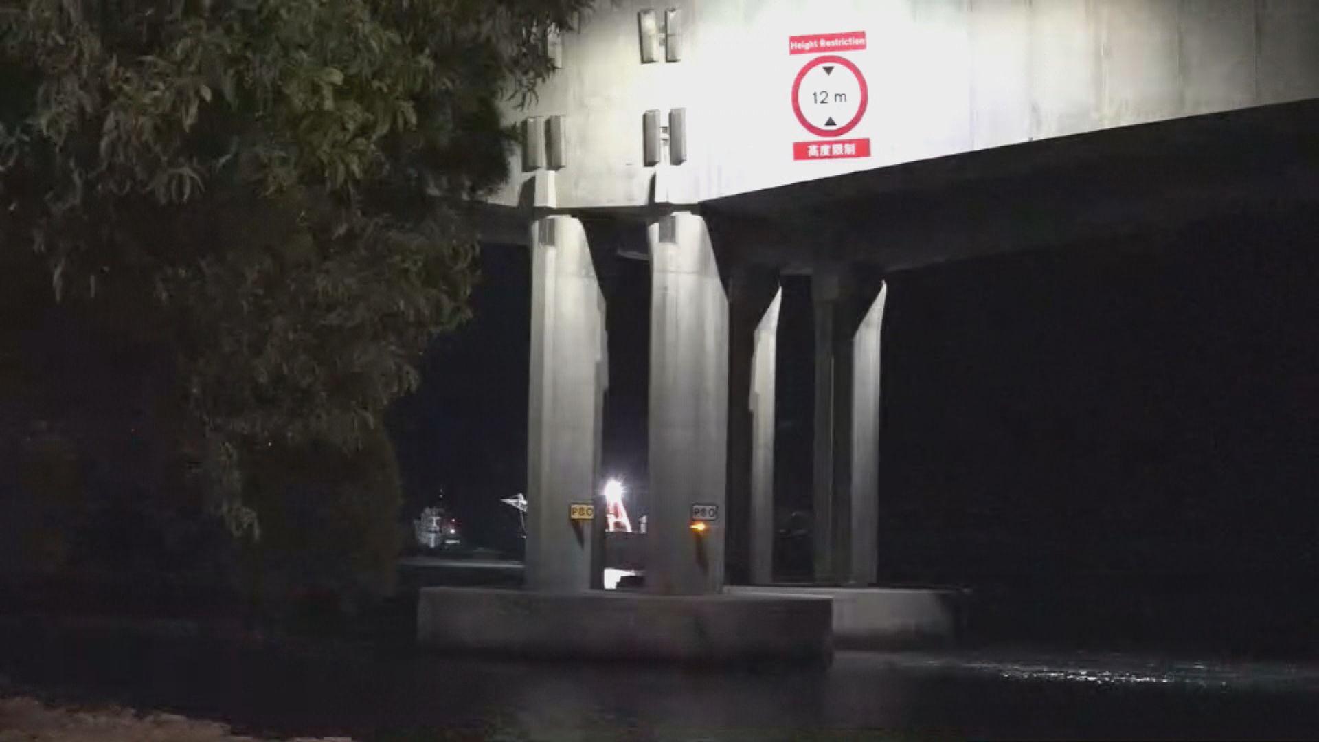 水警氣墊船意外撞向港珠澳大橋橋躉