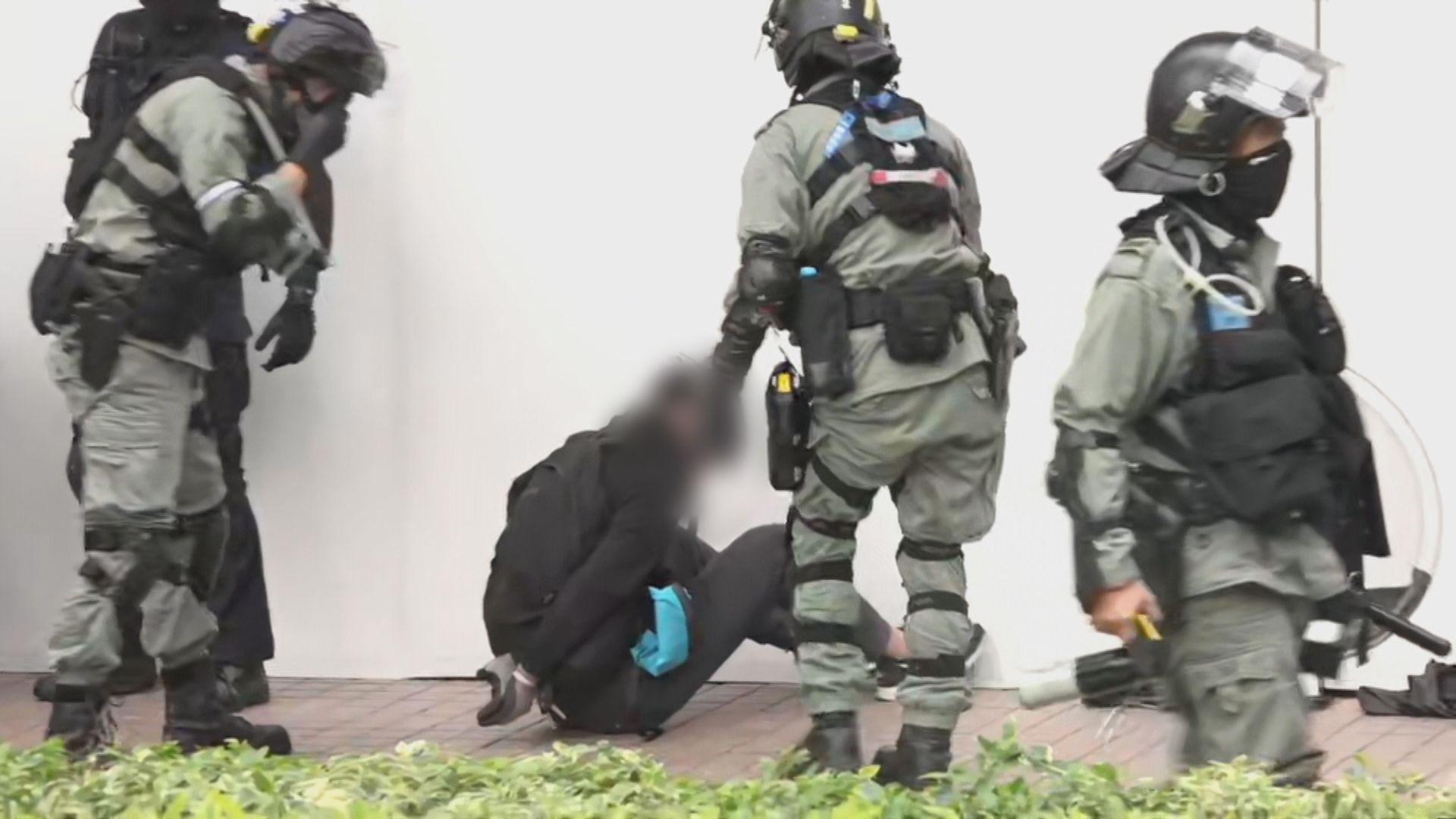 警方在周日上水遊行後拘捕35男7女