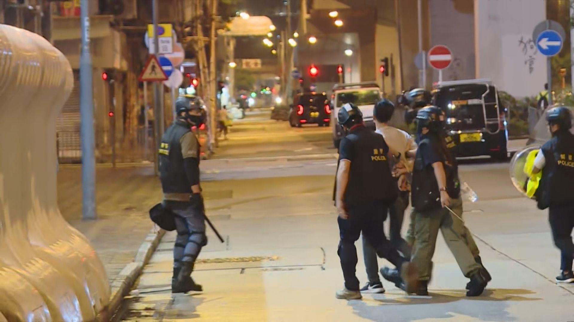 警:記者雙手綁上索帶是基於安全理由