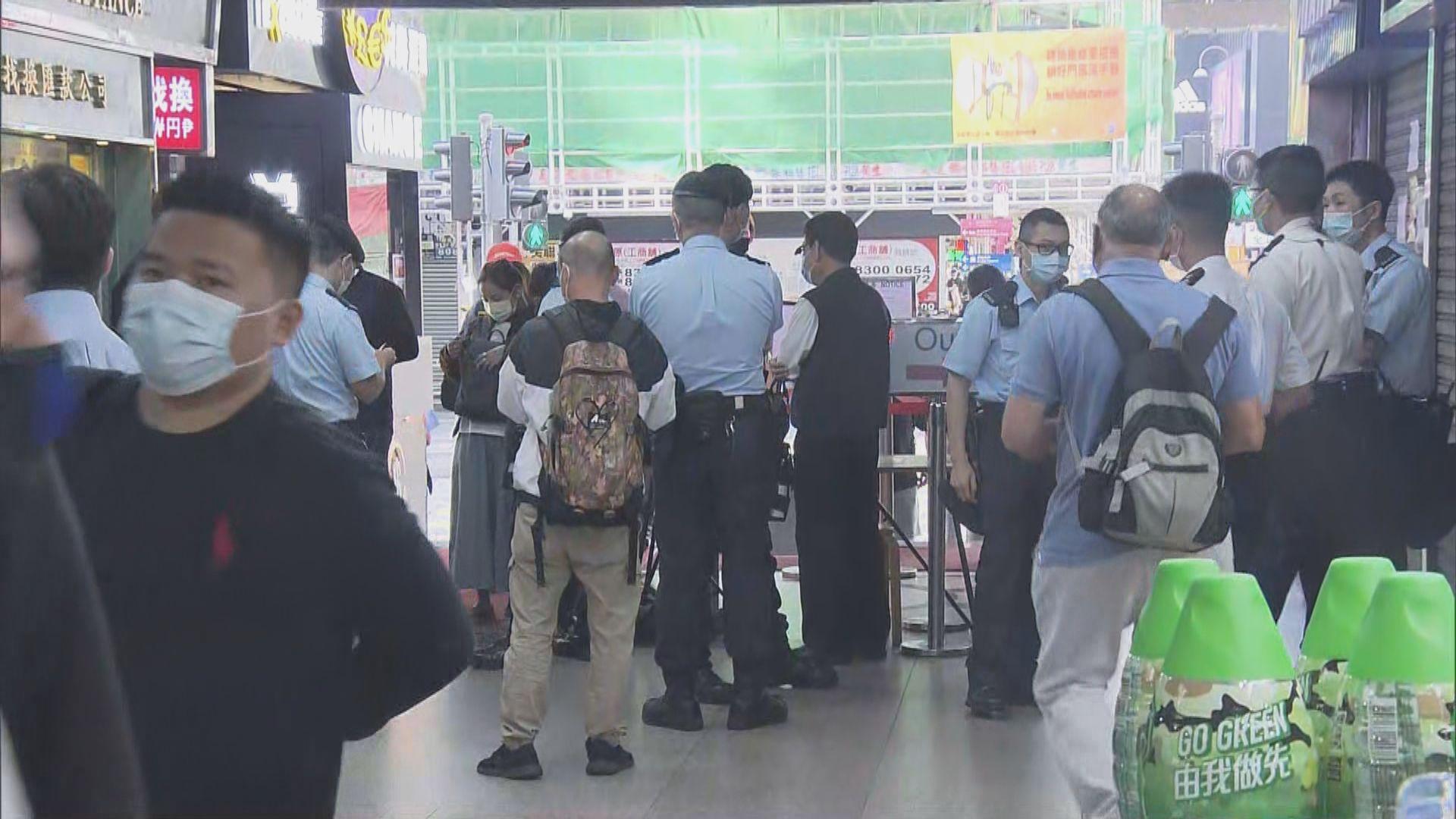 警方重慶大廈打擊逾期居留