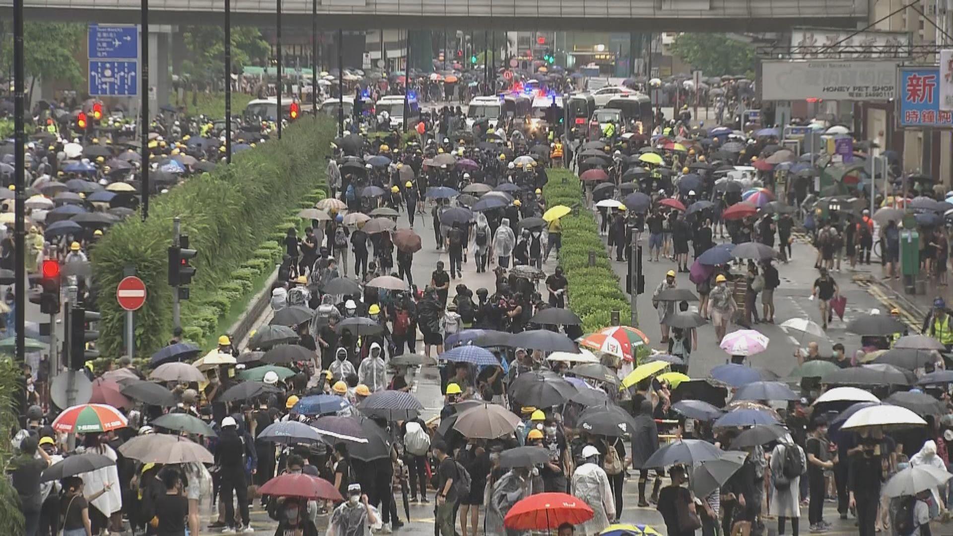 警方指示威者楊屋道設路障 將短時間內清場