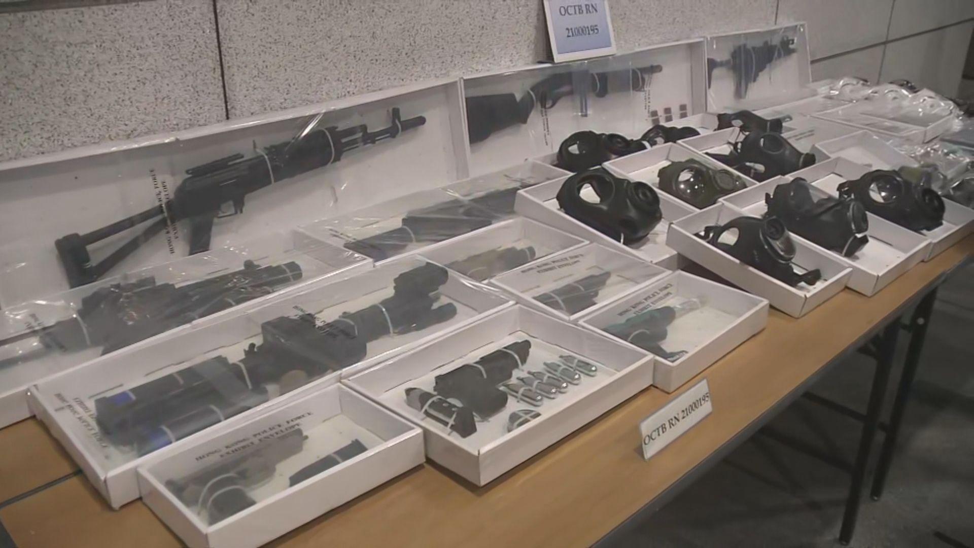 警拘一家四口涉藏有仿製槍械及攻擊性武器