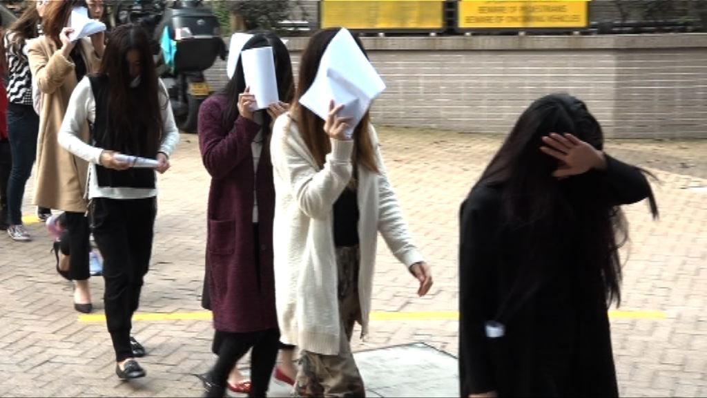 警方在荃灣搗破賣淫集團拘38人
