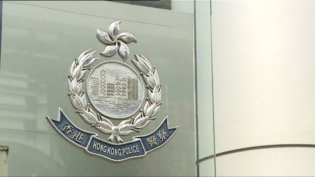 兩警員涉店舖盜竊被捕