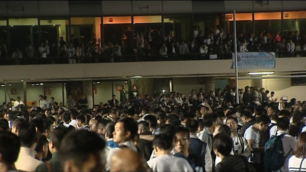 兩警務工會舉行特別大會討論支援七警