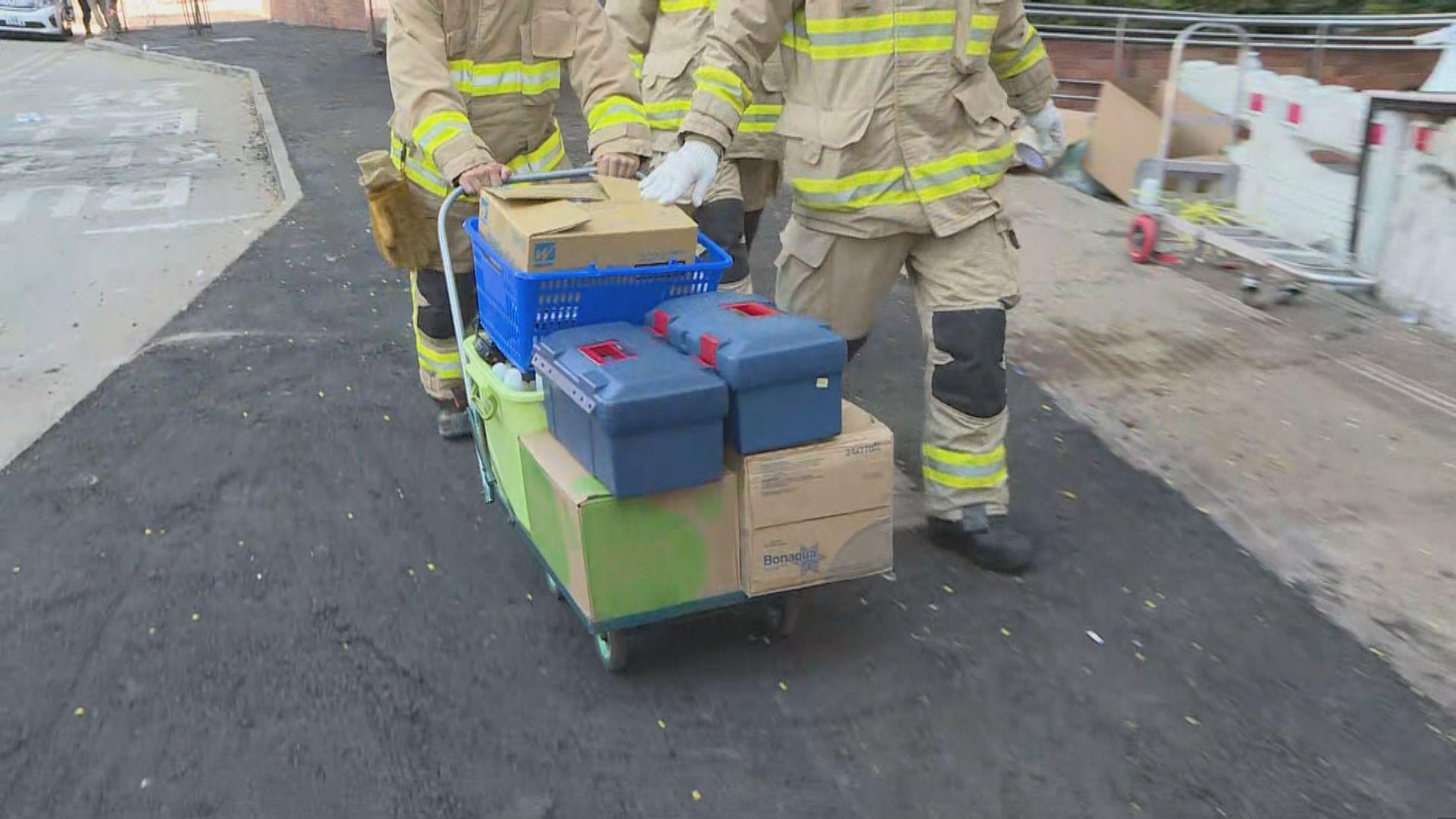 有消防員取走危險品 逐步撤離理大校園
