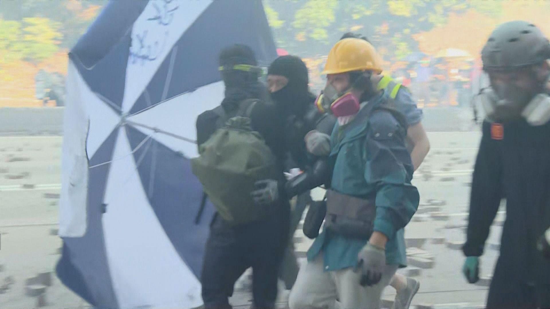 示威者嘗試多路離開理工大學但失敗 部分人科學館道被捕