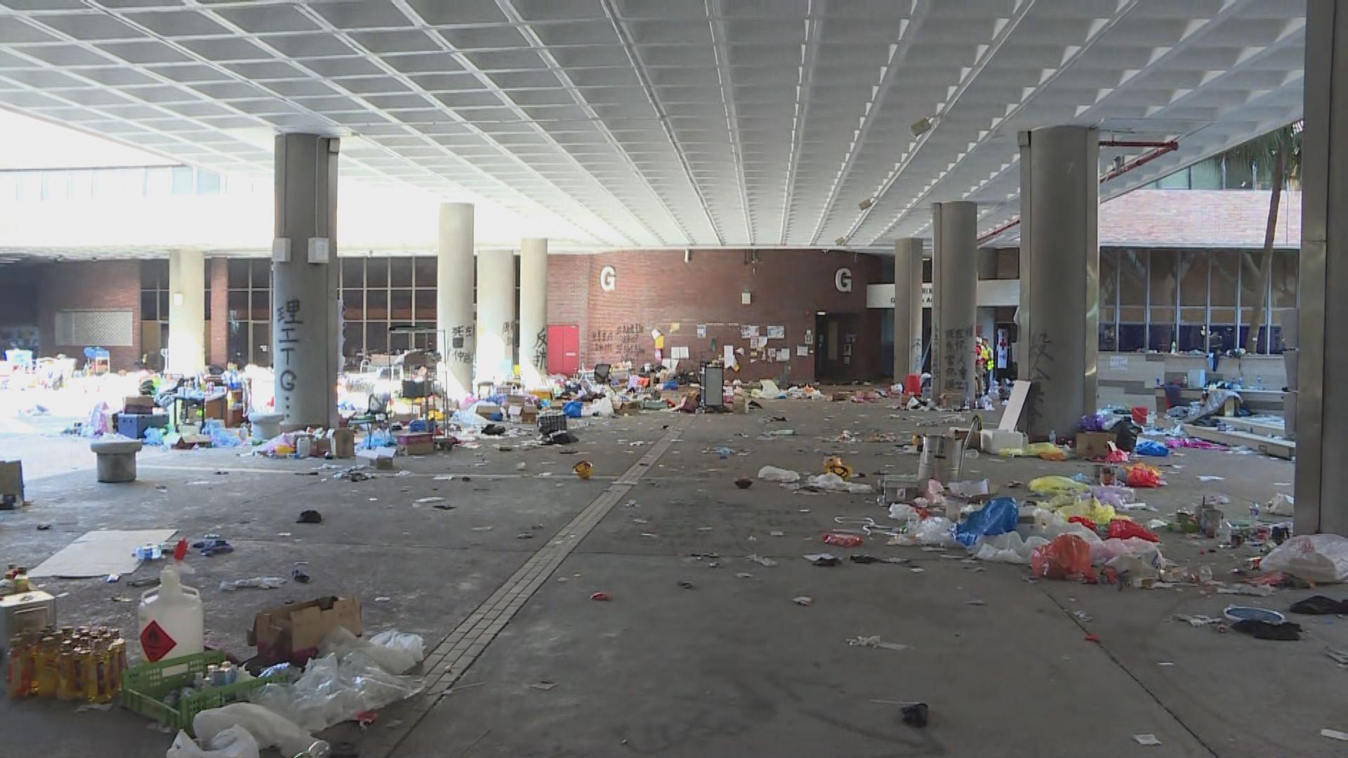 理大校園仍有人留守 警方繼續封鎖