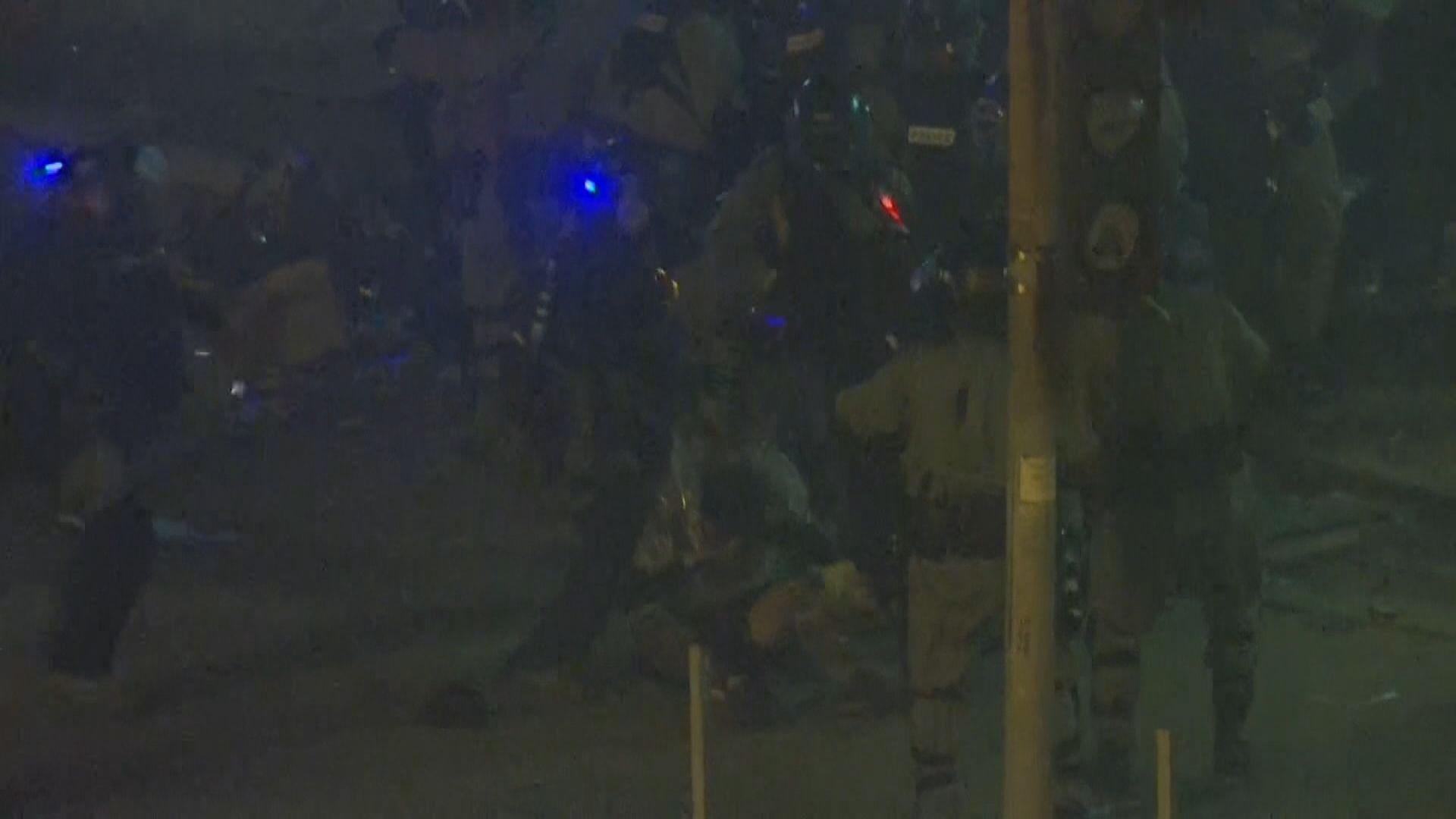暢運道示威者被警員截獲後遭拳打腳踢