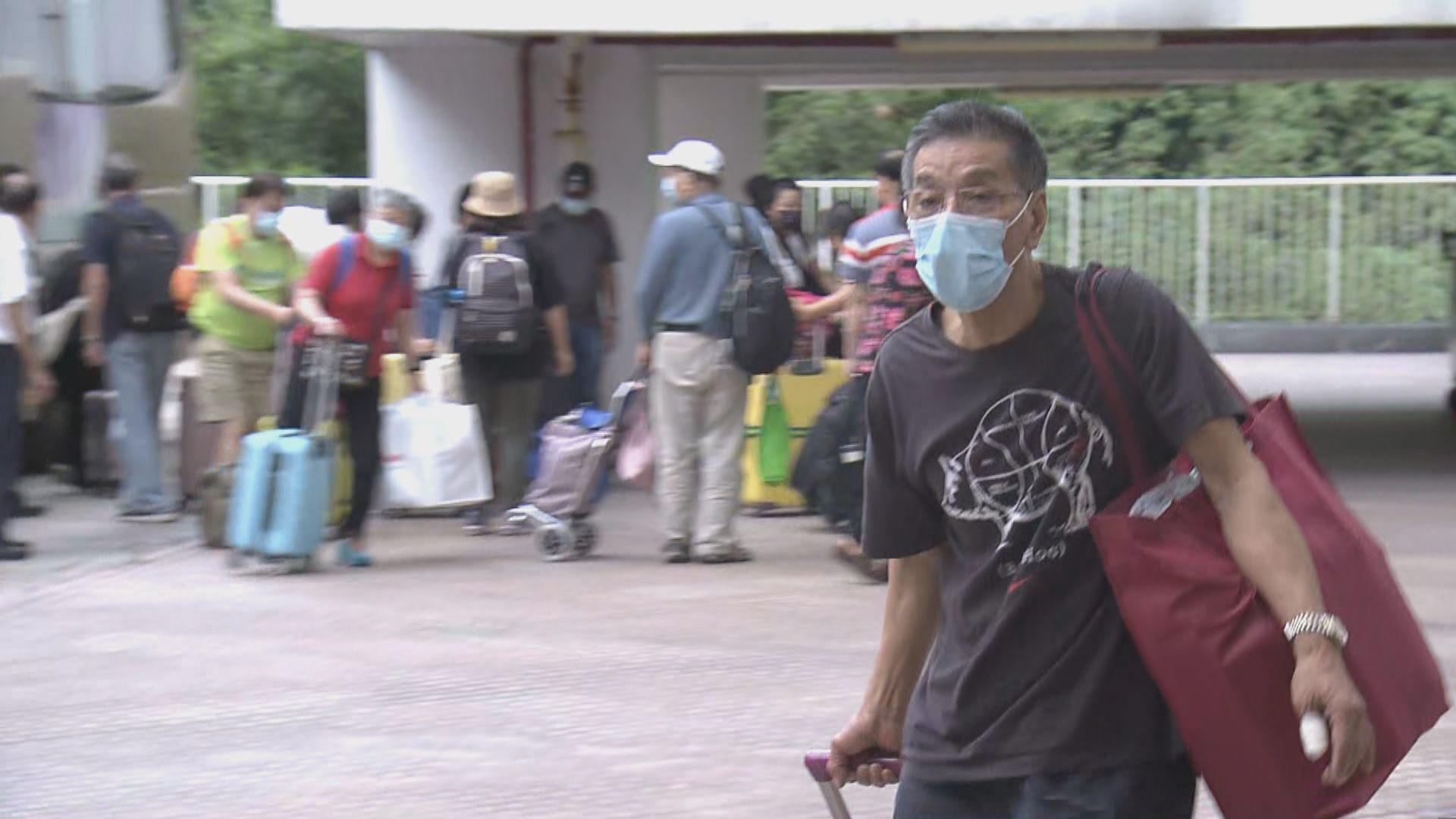 有曾於荃威花園工作人士被送往檢疫中心 對安排感不滿