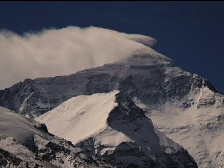 珠峰雪崩至少8死30傷