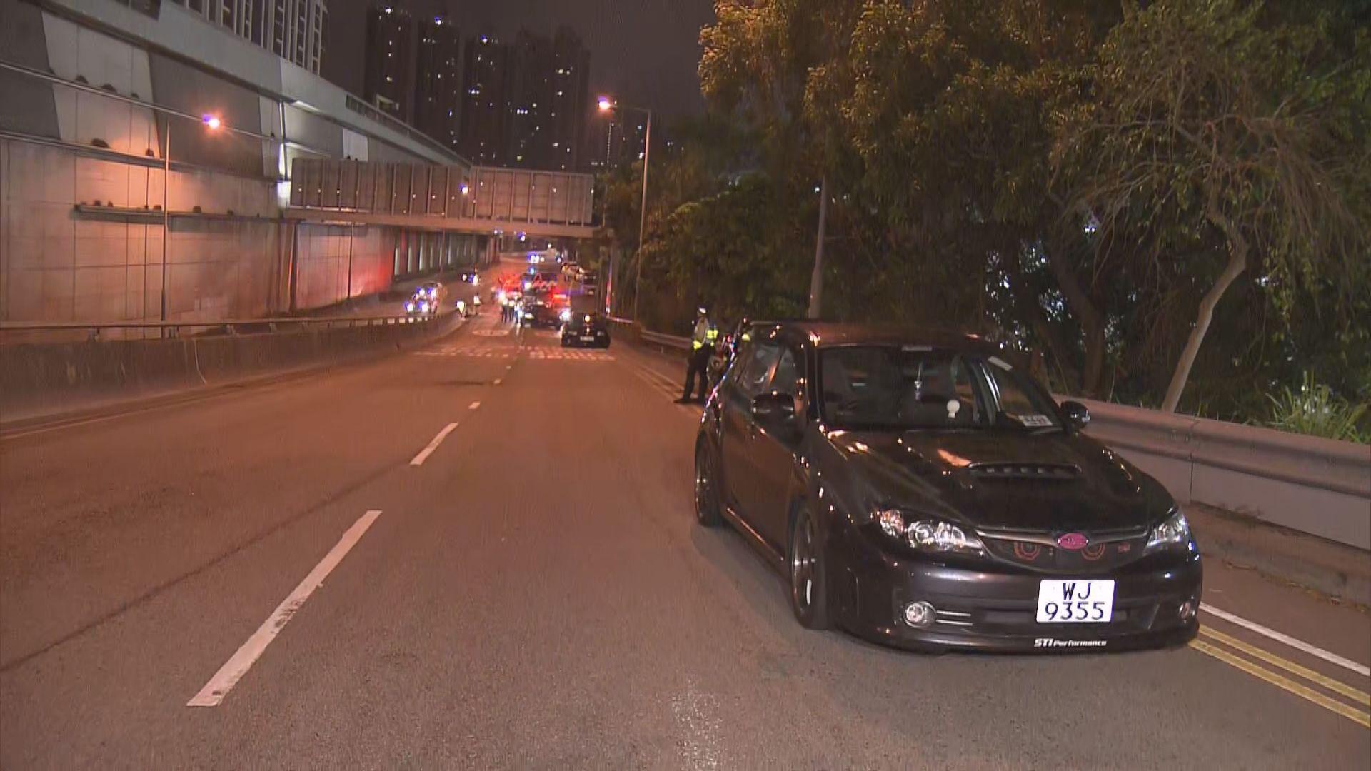 警方長沙灣打擊非法賽車 九輛私家車疑涉非法改裝被扣查