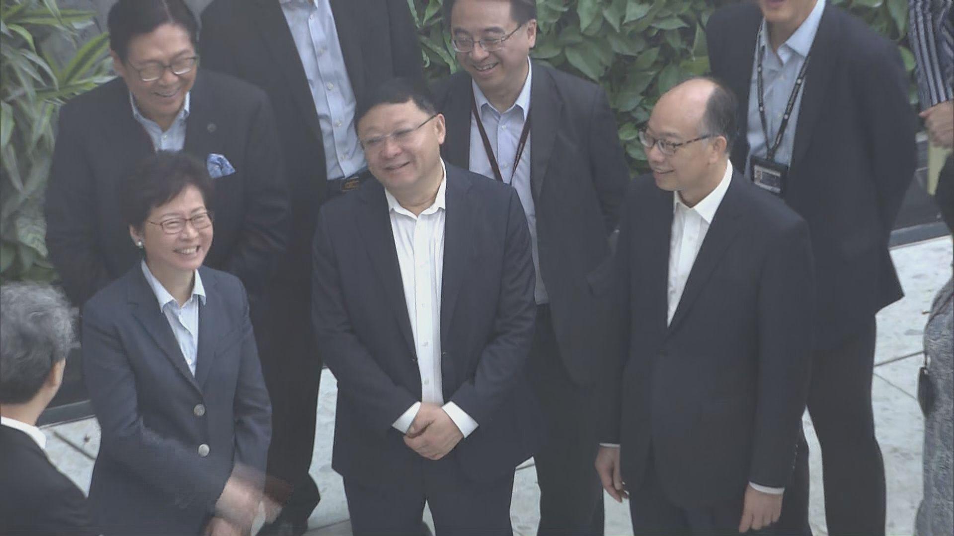 林鄭與深圳市委書記參觀西九站