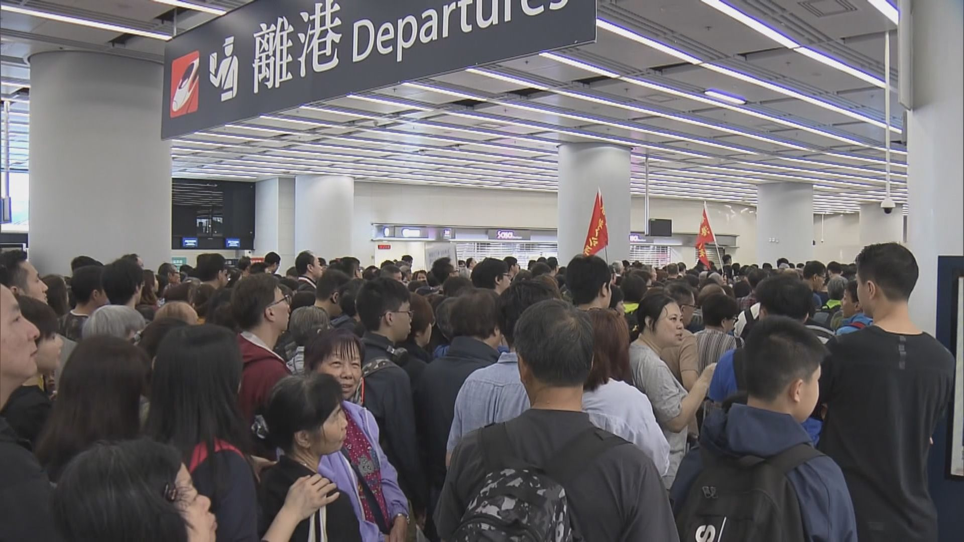 高鐵西九龍站逼滿外遊旅客