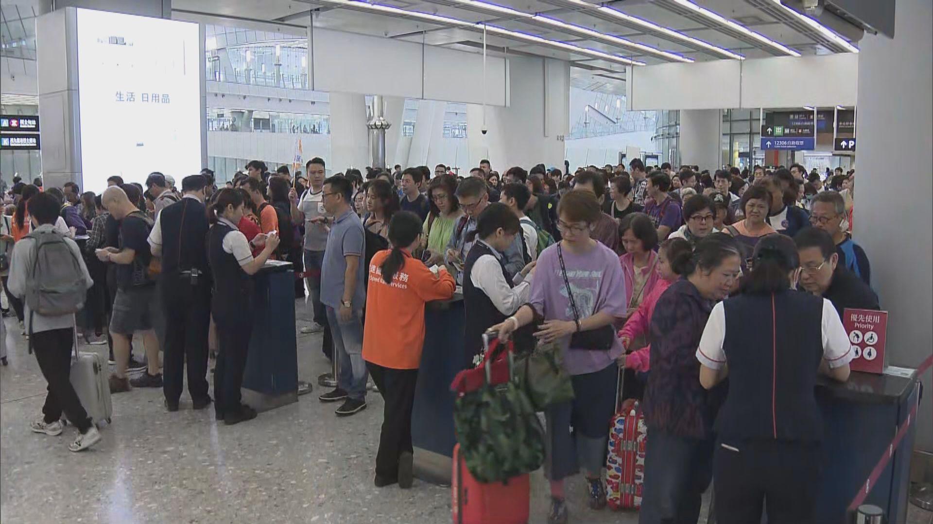 入境處:首日復活節假期有近八十萬人次出境