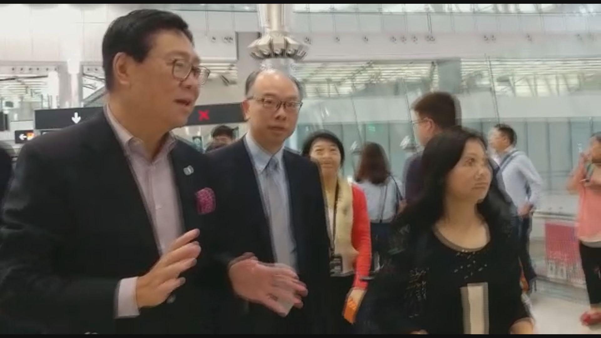 陳帆及港鐵高層巡視西九龍站