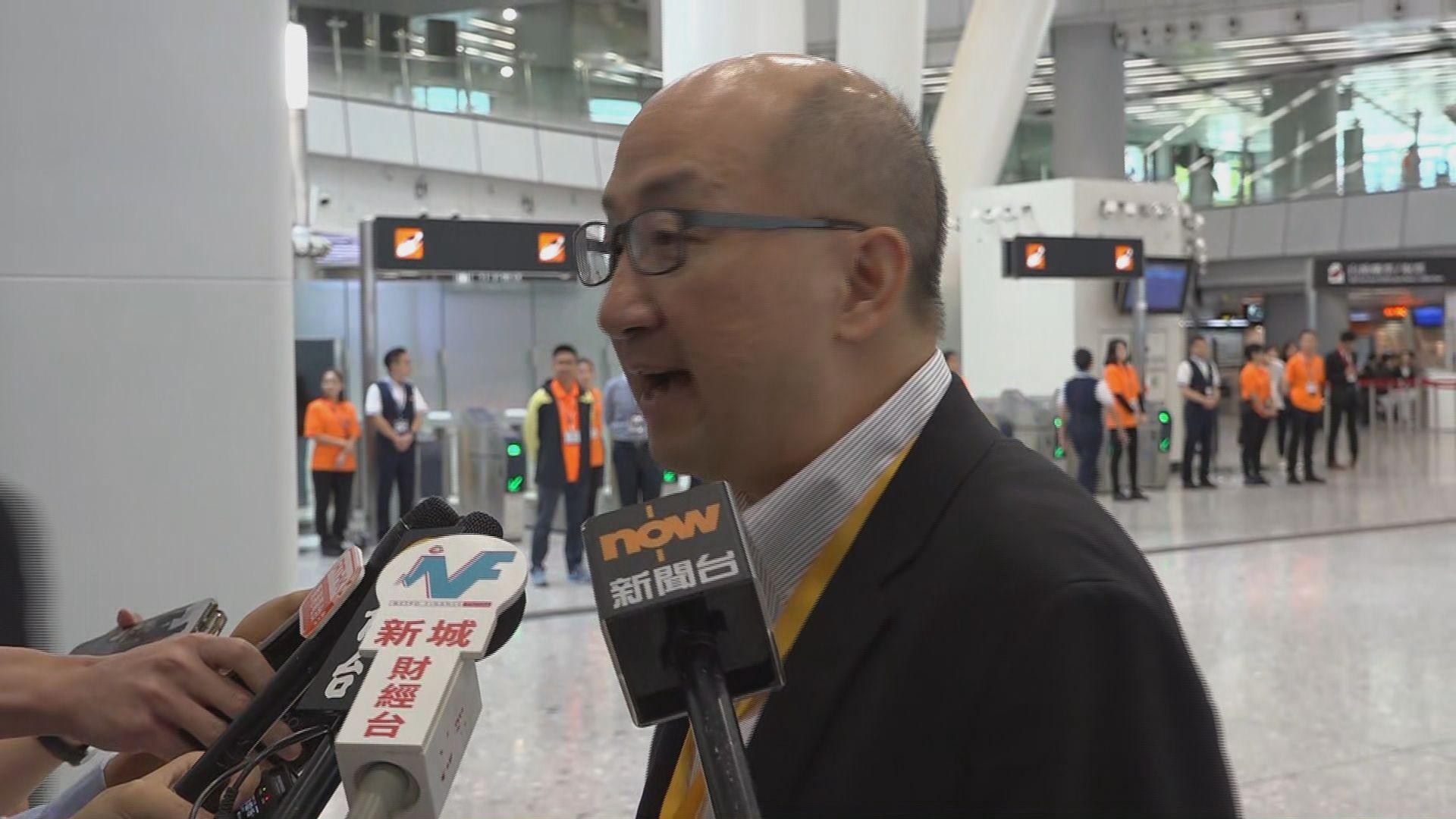 譚志源:乘高鐵赴北京出席兩會會議
