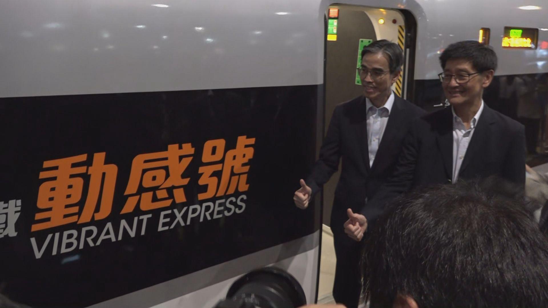 高鐵首班列車準時抵達深圳北站