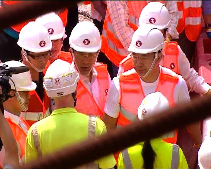 議員視察高鐵西九總站工程