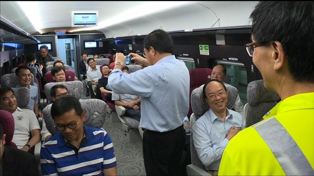 十多名建制派議員參觀西九高鐵總站