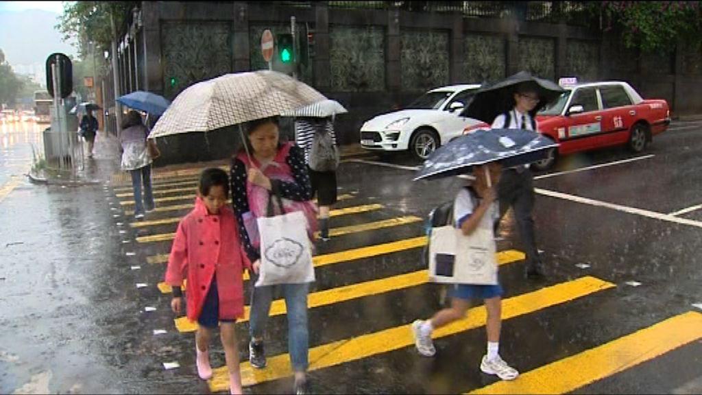 天文台兩度紅雨 家長批停課倉促