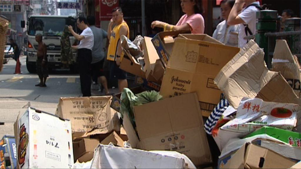 業界停收廢紙第二日 市面湧現廢紙堆
