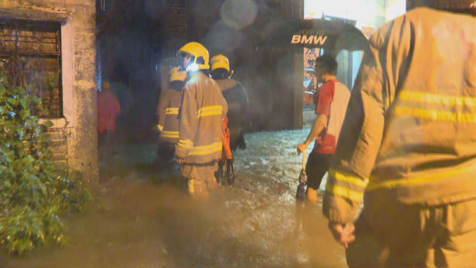截至晚上九點消防共接71宗水浸求助個案