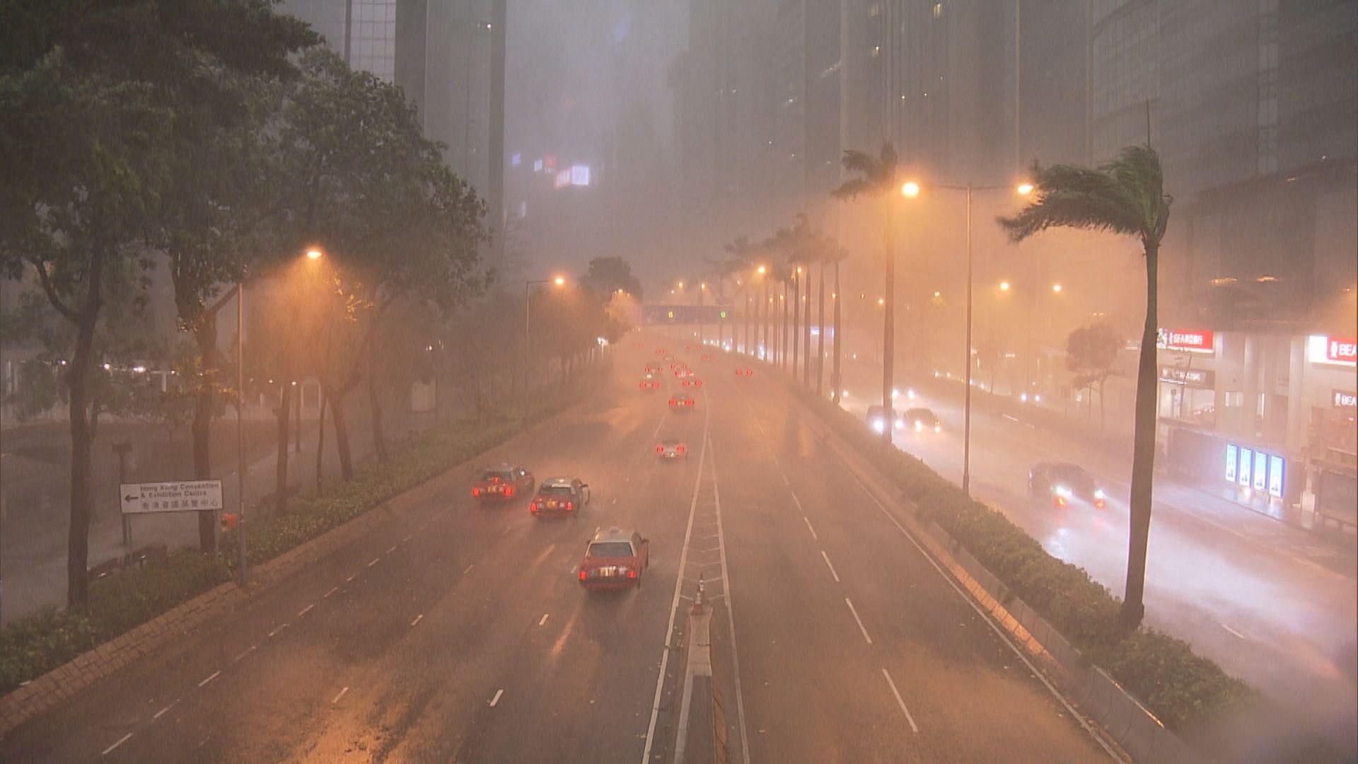 今年首個紅雨警告 兩人疑因惡劣天氣死亡