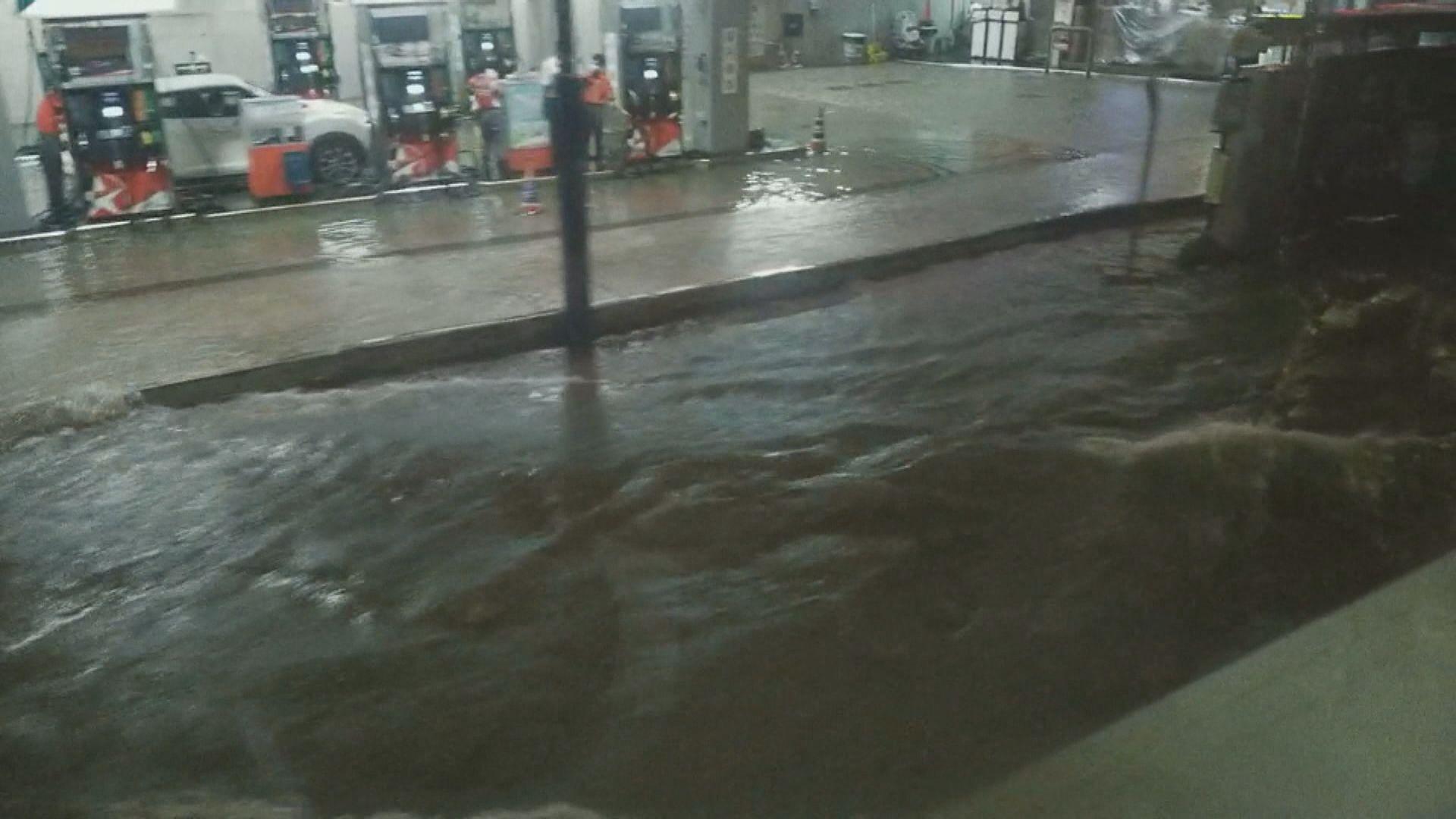 黑色暴雨警告一度生效個多小時 觀塘牛頭角嚴重水浸