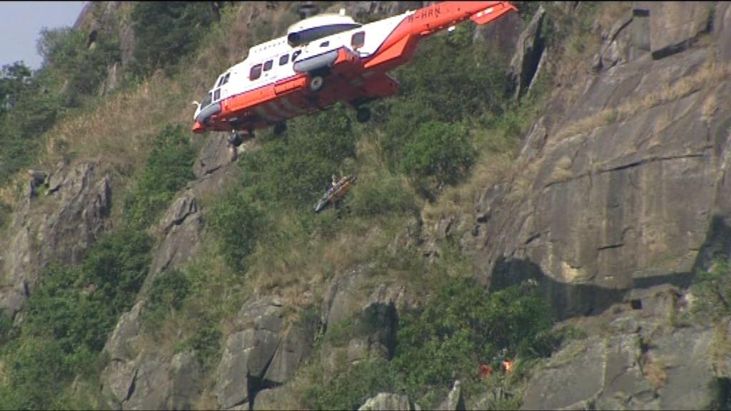 飛鵝山一女子墮崖由直升機救起