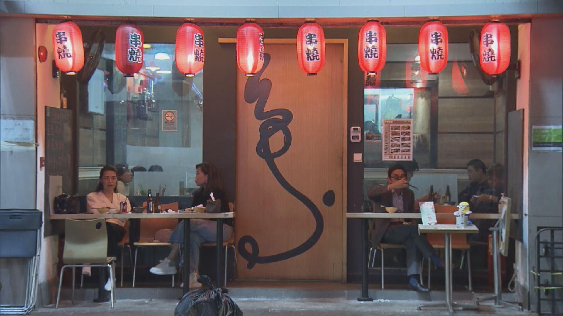 餐廳負責人估計部分防疫措施放寬對生意幫助不大