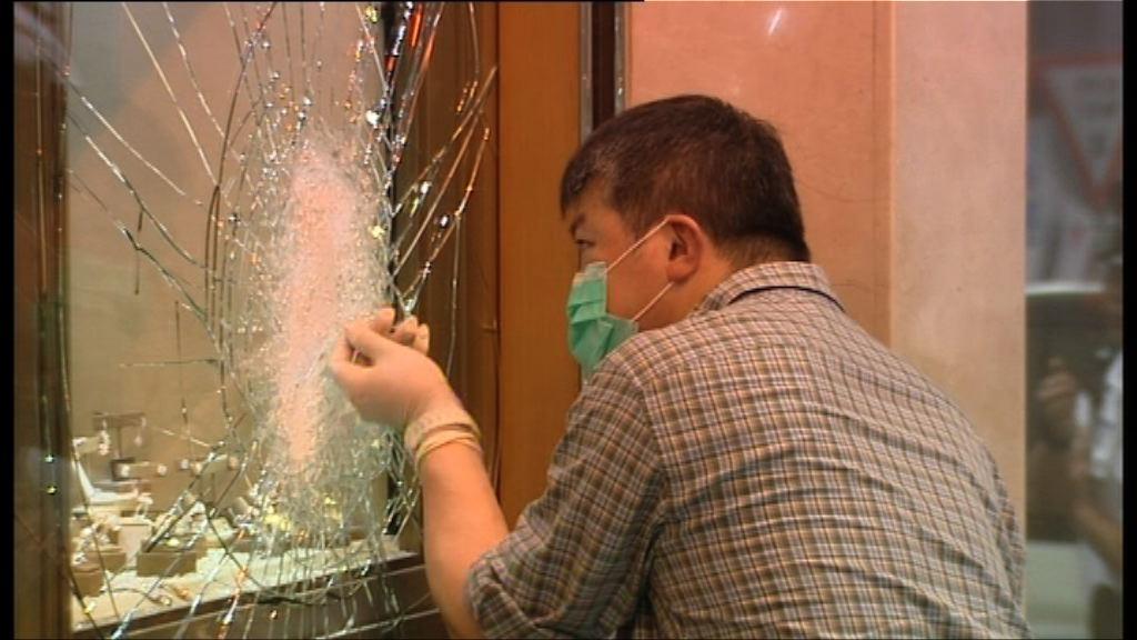 三匪劫珠寶店案 鄰店職員:曾有人在店外徘徊