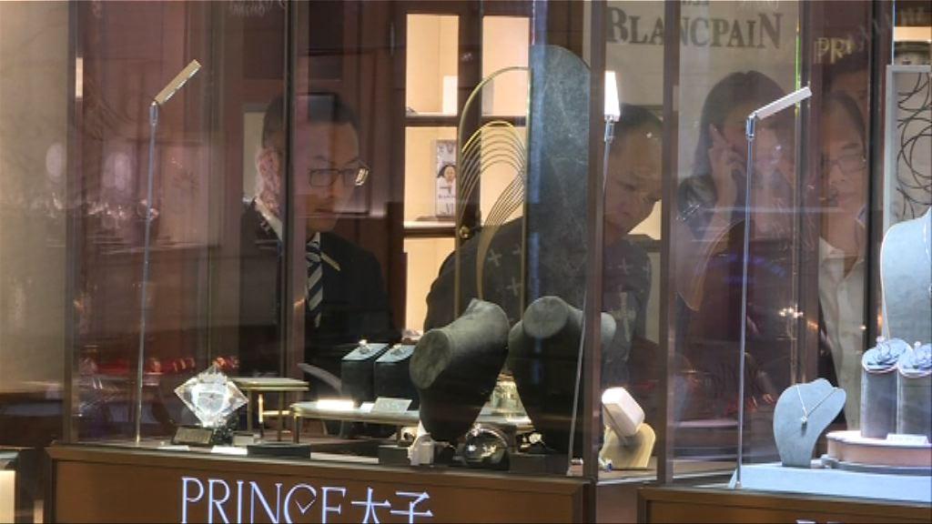 警正通緝兩名男子涉行劫海港城珠寶店