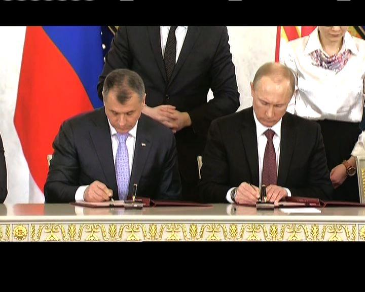 普京與克里米亞領導人簽署條約
