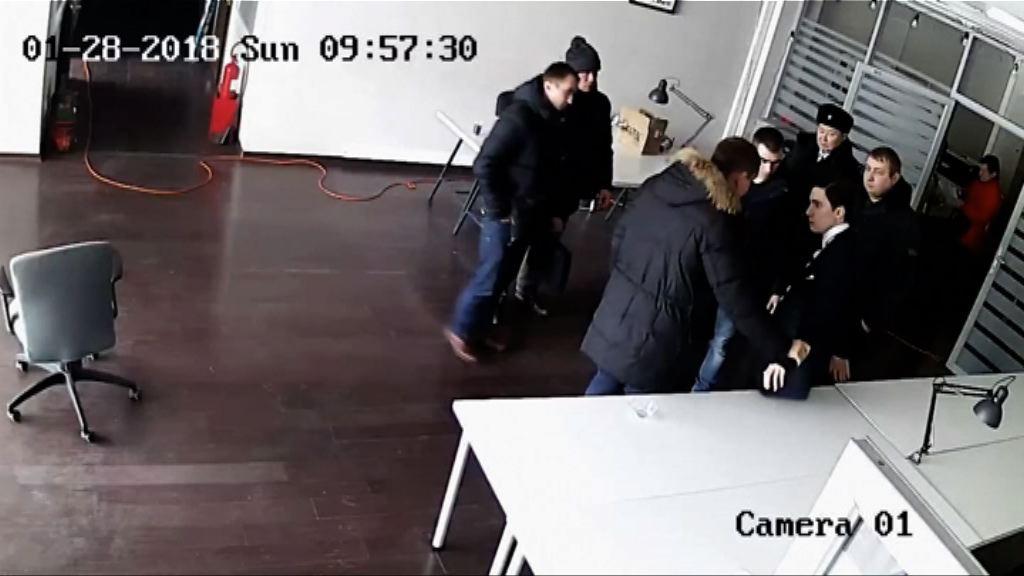 俄羅斯警強行搜反對派領袖辦公室