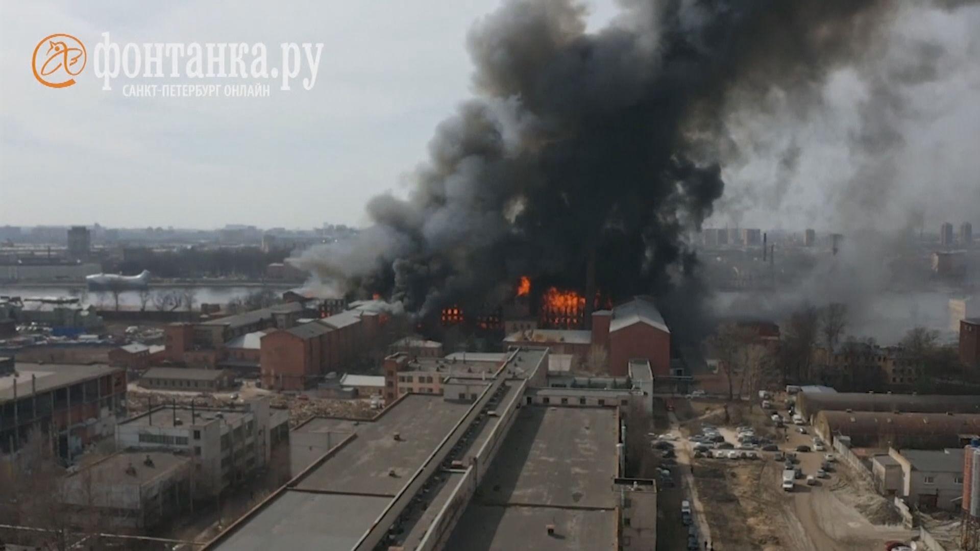 俄羅斯聖彼得堡百年古老工廠大火 消防員一死兩傷