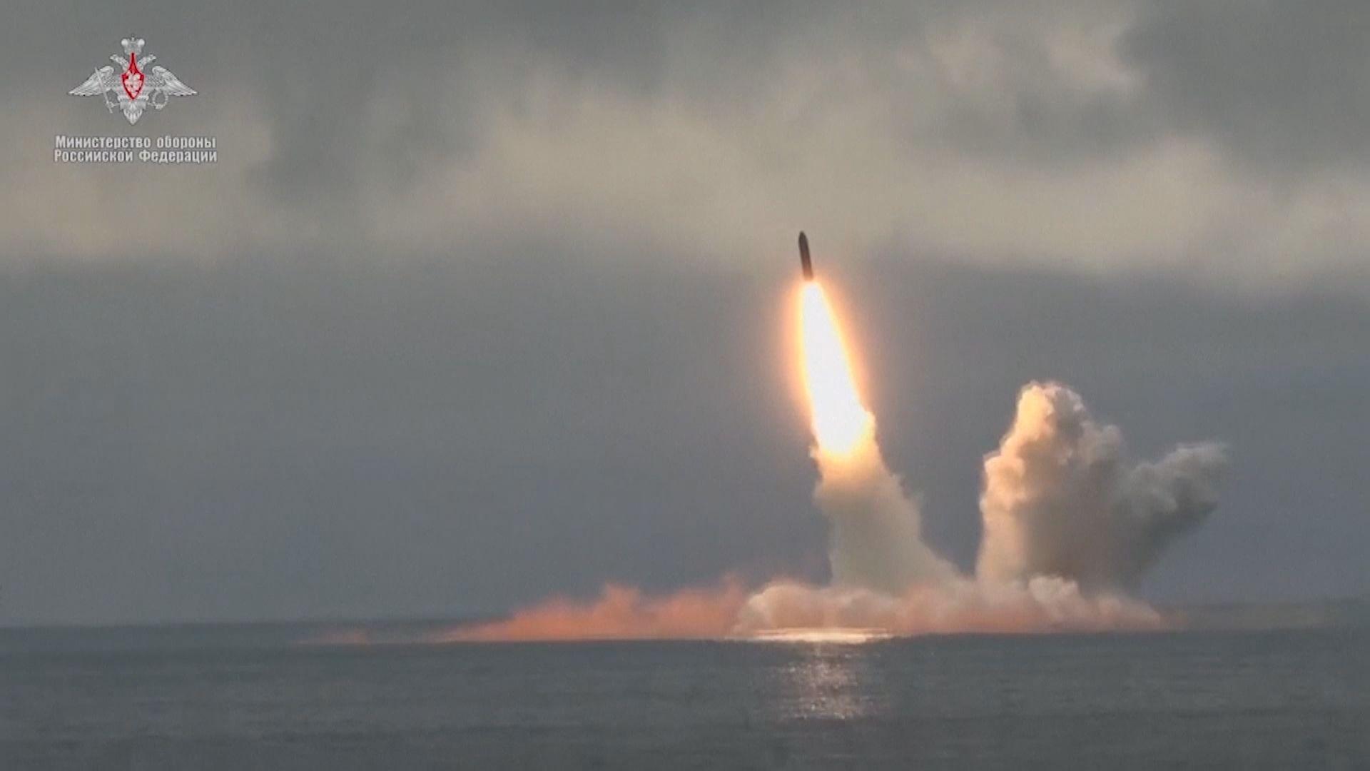 俄羅斯潛艇試射兩支彈道導彈