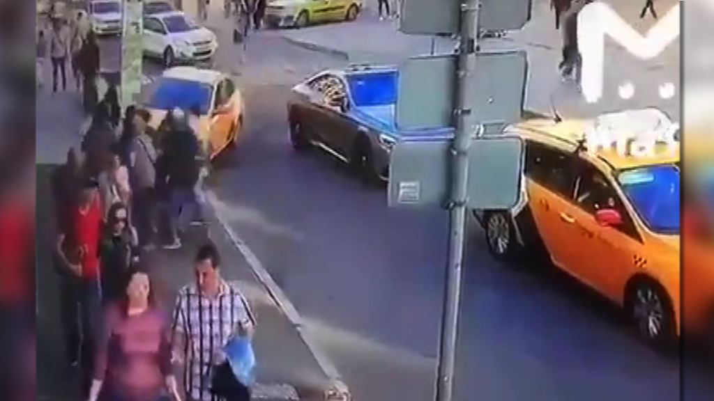 莫斯科的士司機誤踏油門撞傷世界盃球迷