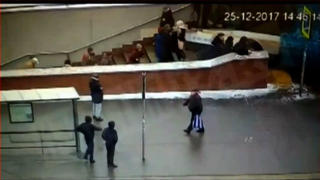 俄巴士疑失控撞向行人隧道至少4死