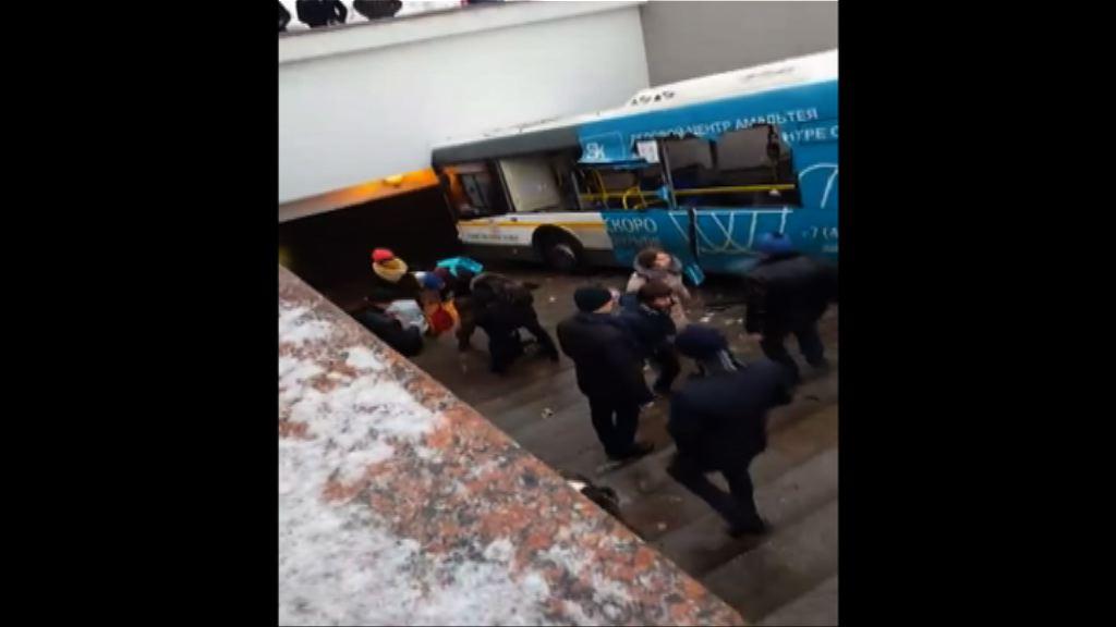 莫斯科巴士撞行人隧道十多人死傷