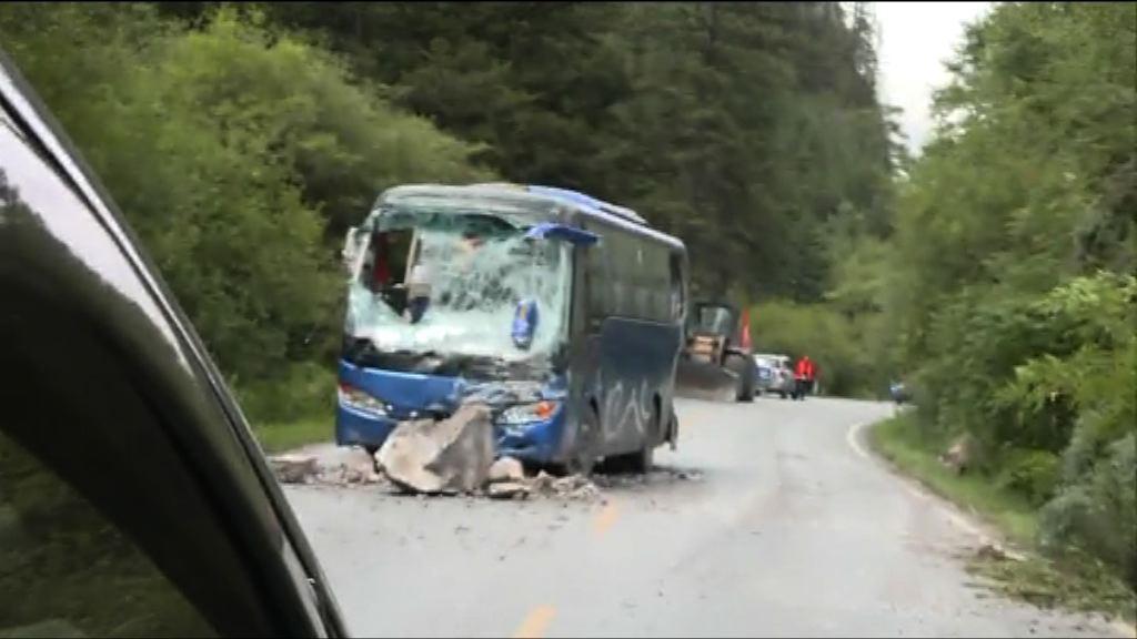 九寨溝地震 通往災區道路多處塌方