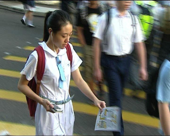黃均瑜:不應將政治捲入中學